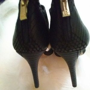 Jessica Simpson Shoes - Jessica Simpson heels sz 8.5 black